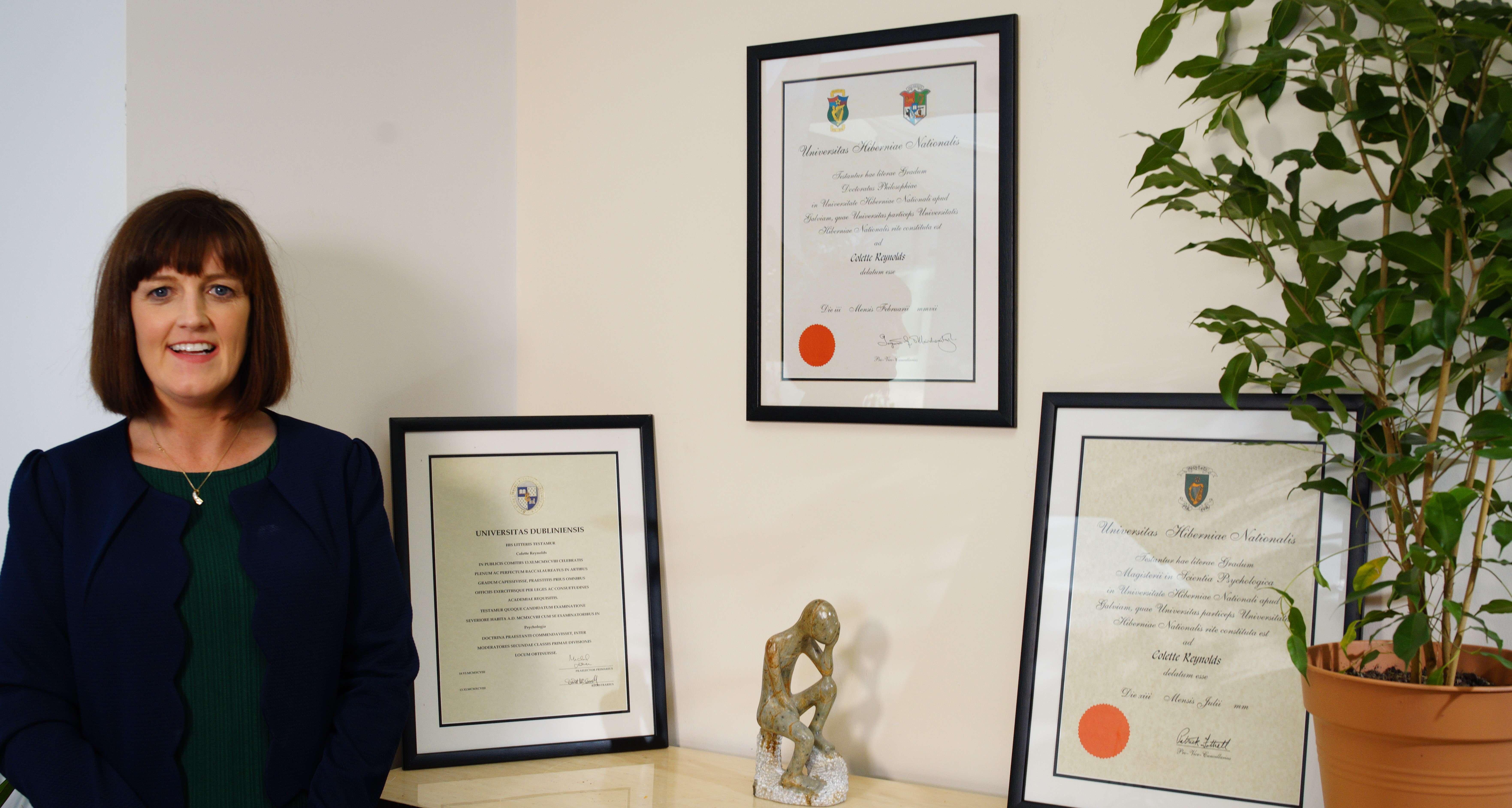 qualifications of Dr Colette Reynolds